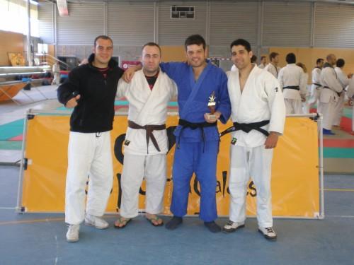 Carlos y Alfonso con los amigos del Sport Club Arvi