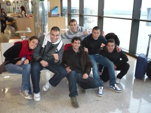 Equipo MMA BCN en el aeropuerto de Gijón