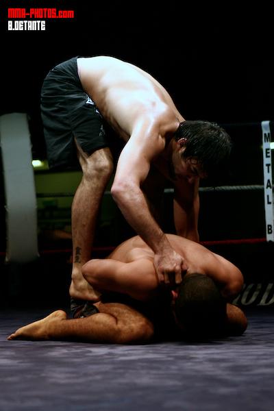 Yan Cabral dominando a Antony Rode