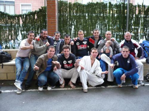 Equipo Aranha BJJ Barcelona con los amigos del Gim Ares, Anaconda Tao Team, Urtzi y Aitor