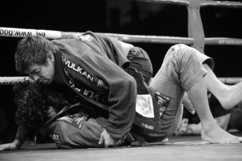 Yan Cabral durante su combate con Mathias Ribeiro