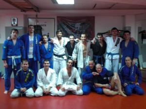 Parte del equipo Aranha BJJ Barcelona junto a los nuevos graduados
